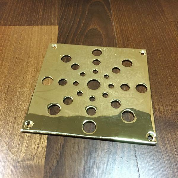 Декоративная решетка для  вентиляционного отверстия в паркете: Латунь